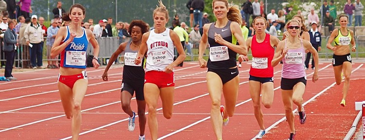 JESSICA SMITH RUNS WITH DISTINCTION IN HER 800 METER SEMIFINAL